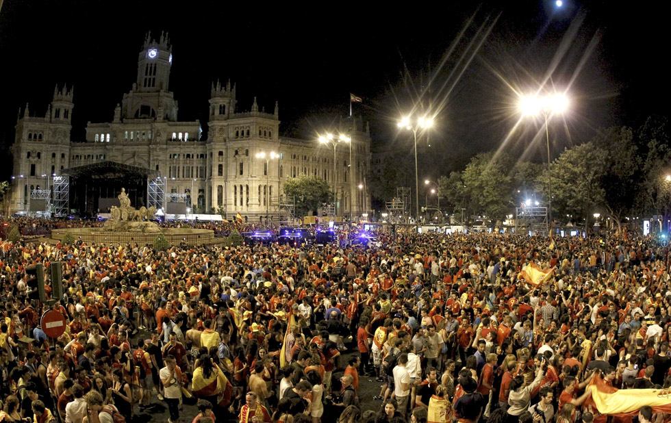 Mega ritual de adoración a Cibeles (Semiramis) de España 1341183632_126915_1341185576_album_normal